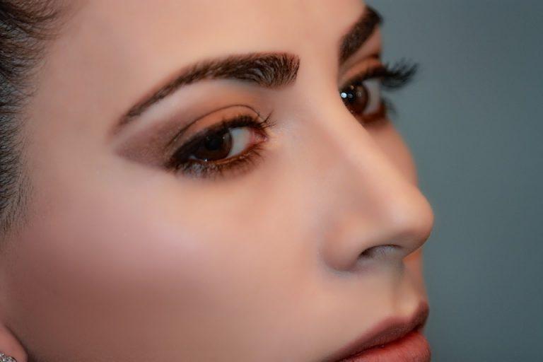 Atténuer les cicatrices post-chirurgicales avec la dermopigmentation esthétique